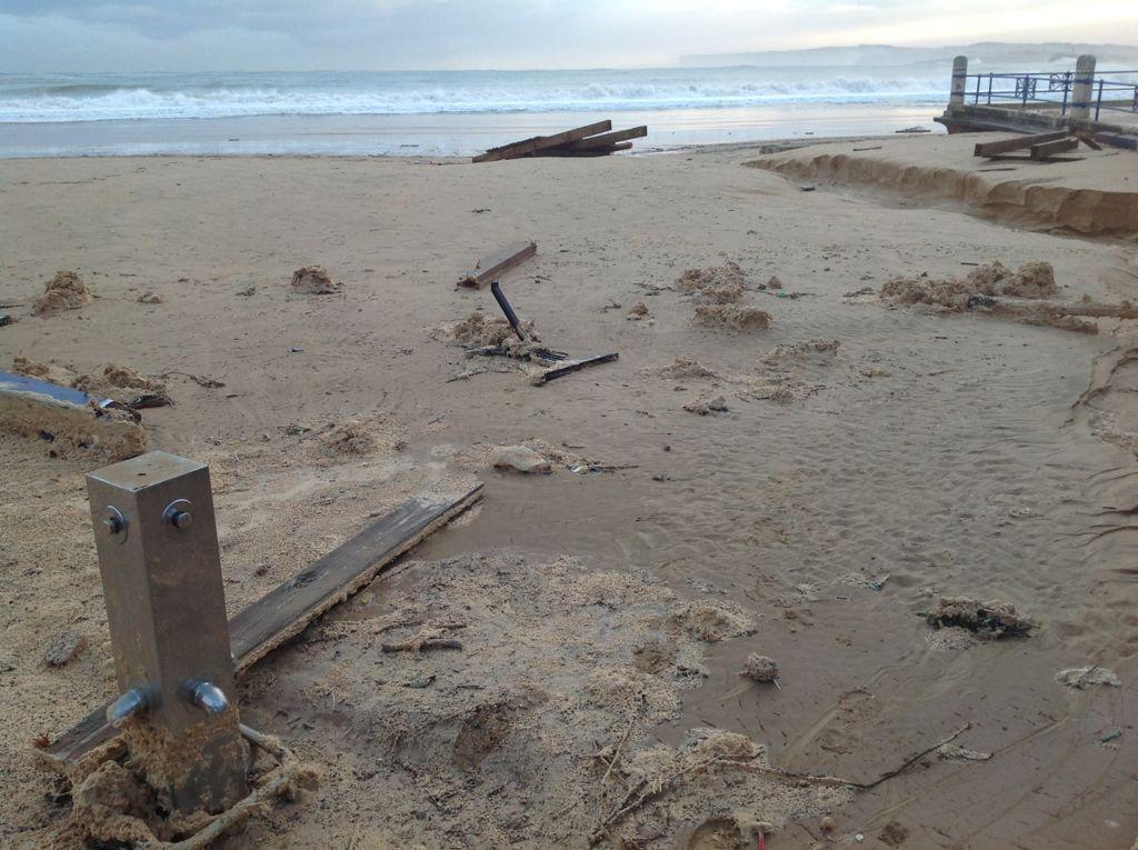 temporal-destrozos-sardinero-duchas-playa