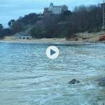Reparando la escollera de la playa de la Magdalena