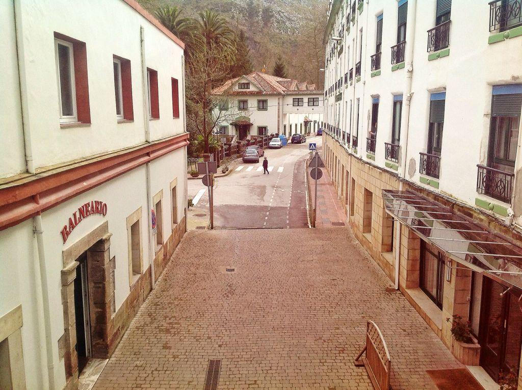 balneario-las-caldas-besaya-entrada