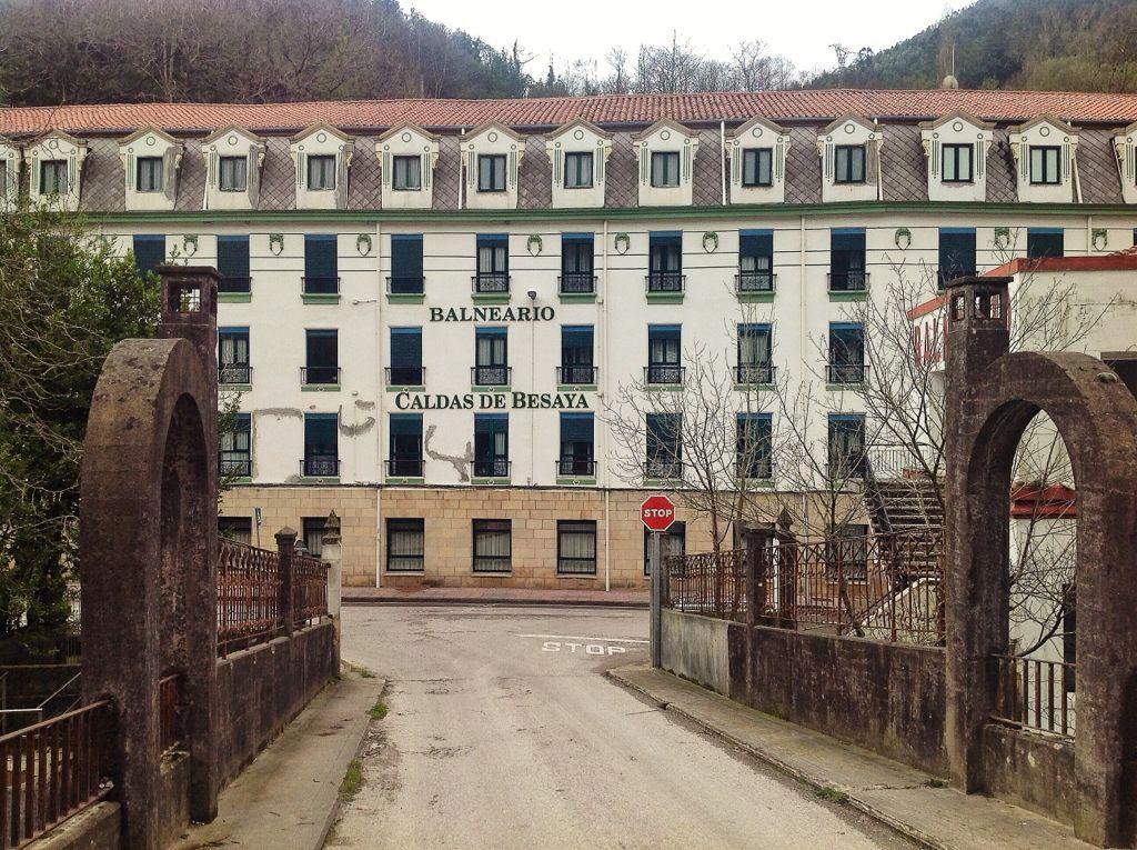 balneario-las-caldas-besaya-fachada