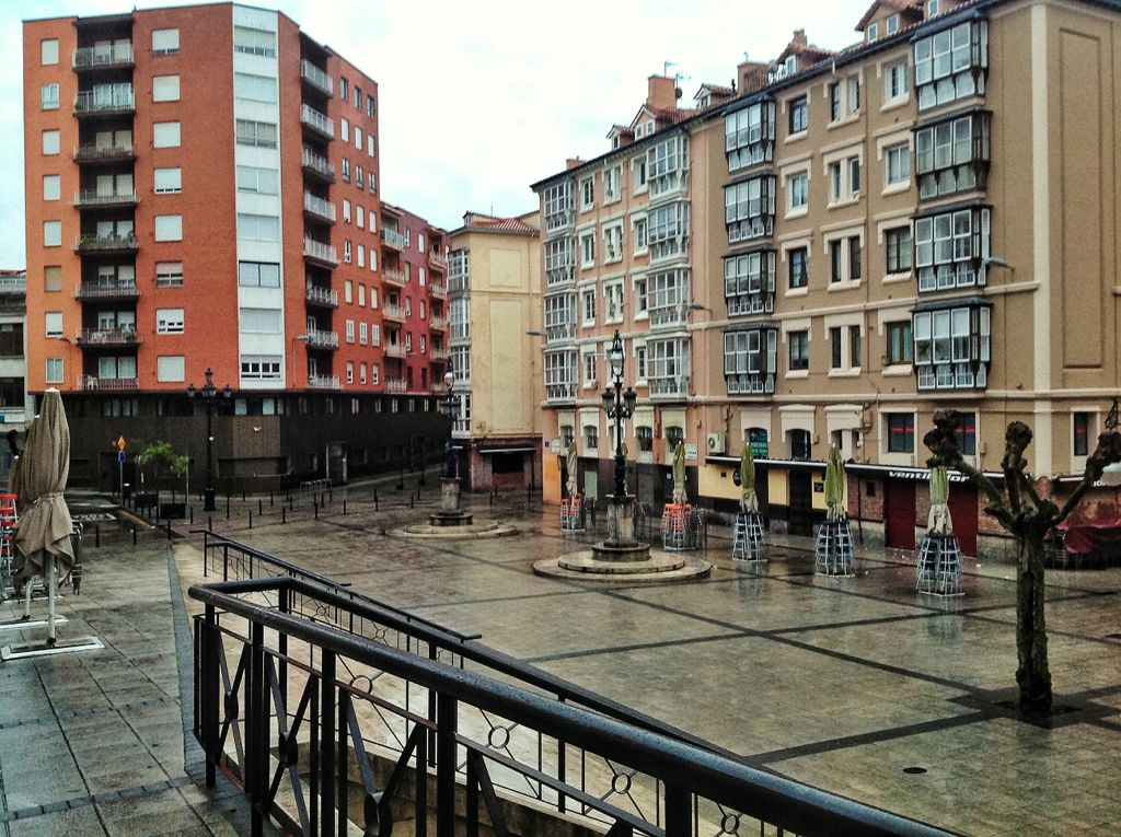 canadio-plaza-lluvia
