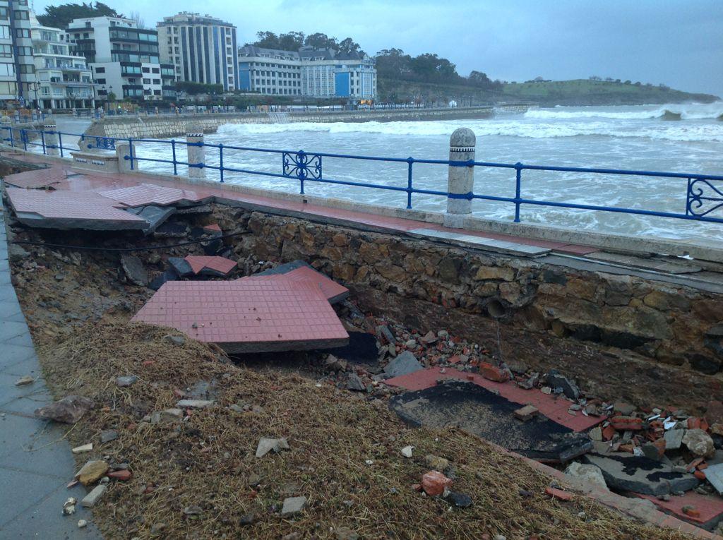 destrozos-temporal-acera-parque-sardinero-santander