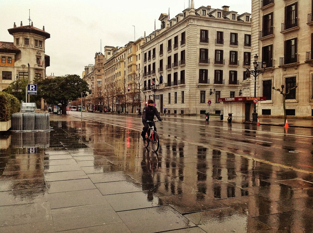 paseo-pereda-lluvia-bici
