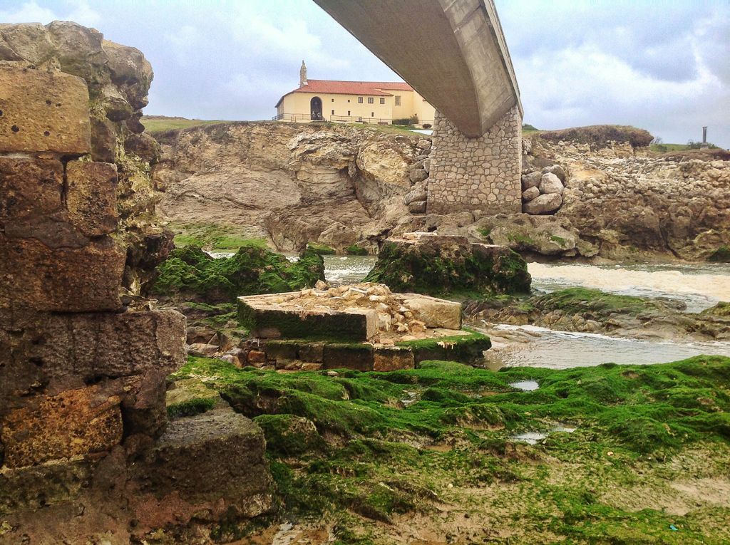 pilastras-virgen-del-mar-derruidas-temporal