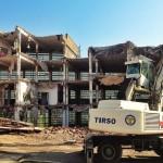 El edificio de Talleres Bolado en pleno proceso de demolición