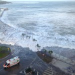 Nuevo temporal en el Sardinero: La mar lo inunda todo