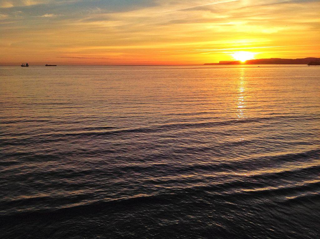 amanecer-sardinero-sol-buques