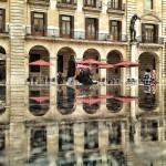 Las polémicas estatuas de la plaza Porticada