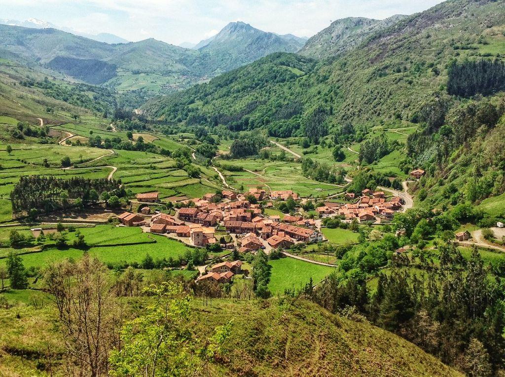 Carmona un imperdible entre los valles del saja y del for Casas de pueblo en cantabria