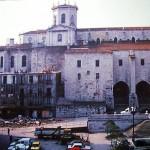 Demolición a mano de la casa que estaba pegada a la Catedral