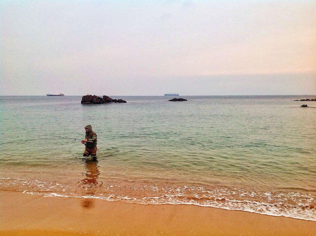 pesca-playa-camello-santander
