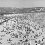 La Segunda del Sardinero en 1967 con muchos bañistas y muy pocos edificios
