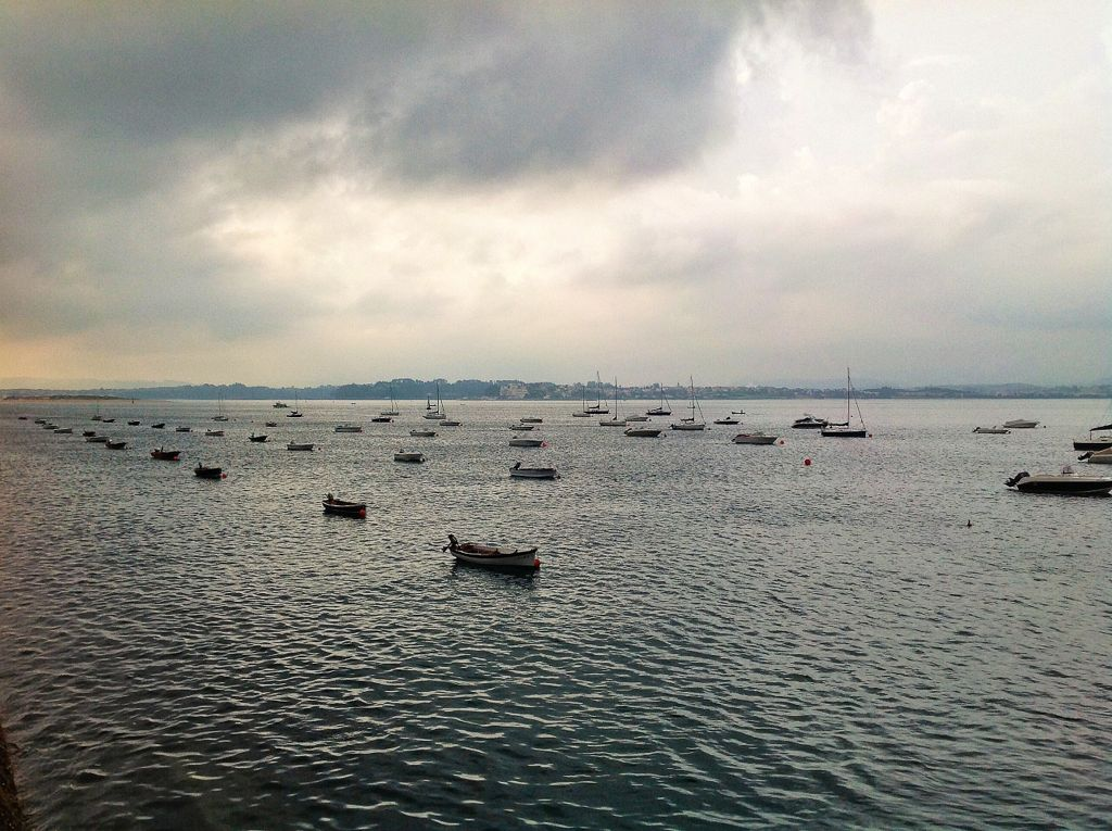 fila-india-barcas-bahia-santander