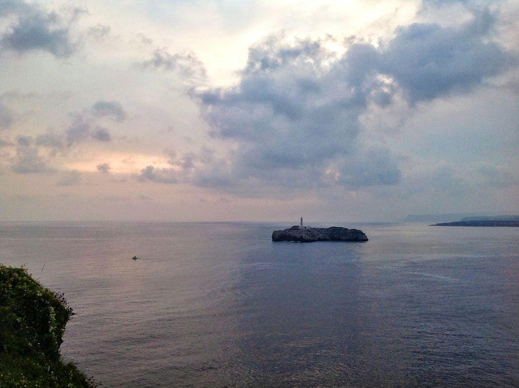 isla-mouro-santander-nublado