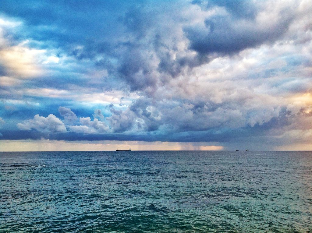 cortina-agua-horizonte-sardinero