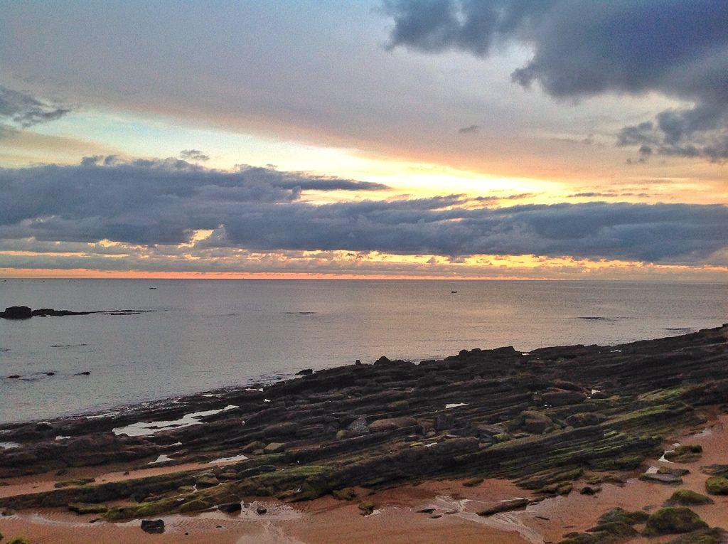 sardinero-amanecer-nubes-horizonte