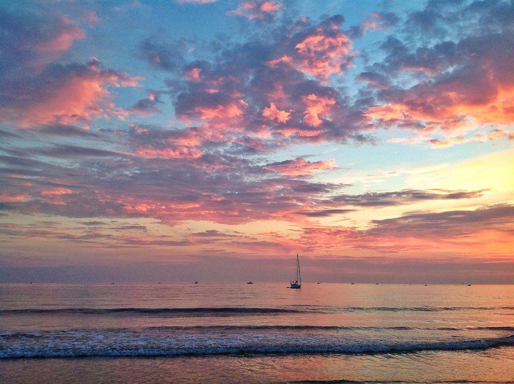 velero-chalupas-rojos-cielos-santander