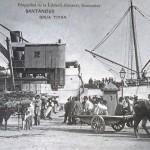 La grúa de Piedra preside la descarga de un barco en tiempos de carros tirados por animales