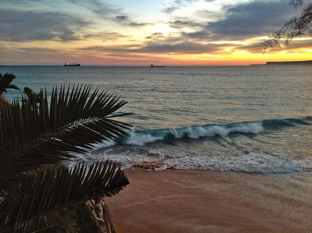 amanecer-barcos-ola-piquio-santander