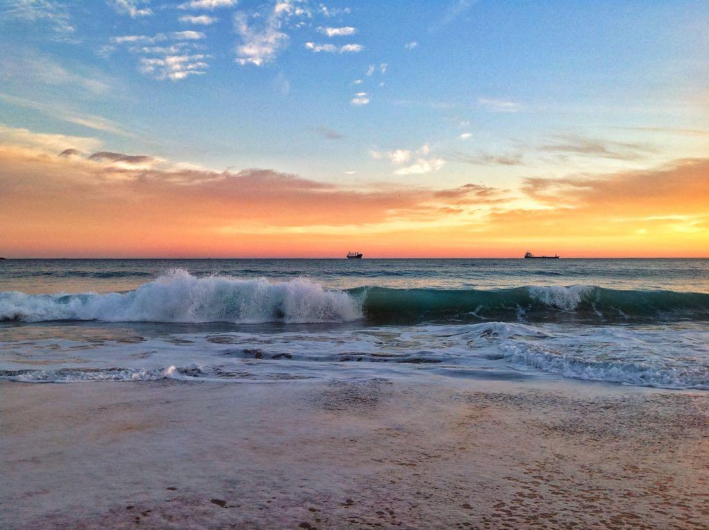 amanecer-barcos-olas-sardinero
