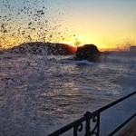 Salta la mar al amanecer