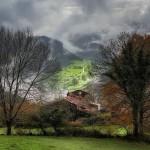 Nubes bajas juguetean por los montes de Cantabria