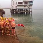 Ambientazo en la travesía navideña a nado. Bahía de Santander 2014. Cachondos valientes