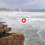 La mar se levanta en la punta del Dichoso. Suances
