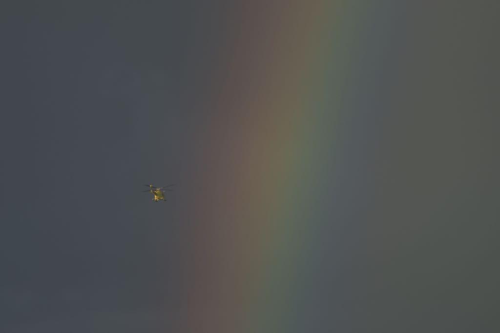 helicoptero-arco-iris-julian-mijangos