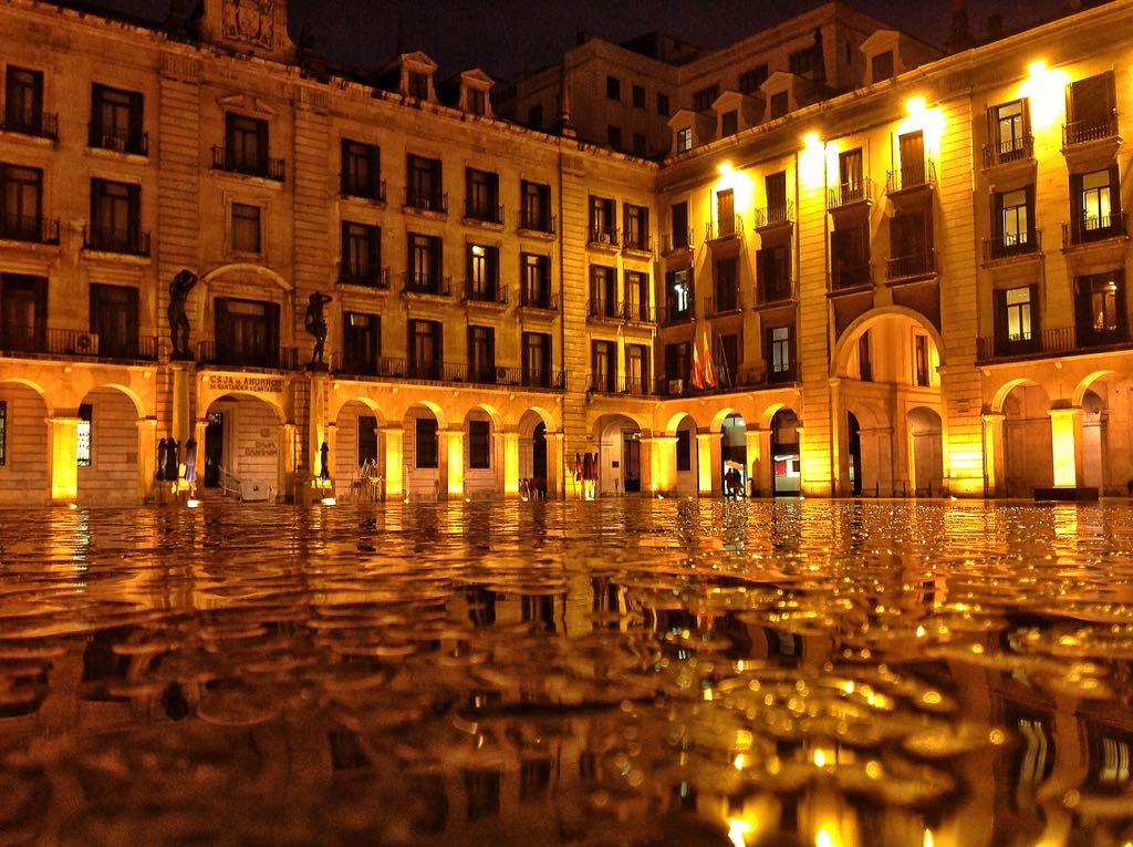 plaza-porticada-santander-8-horas