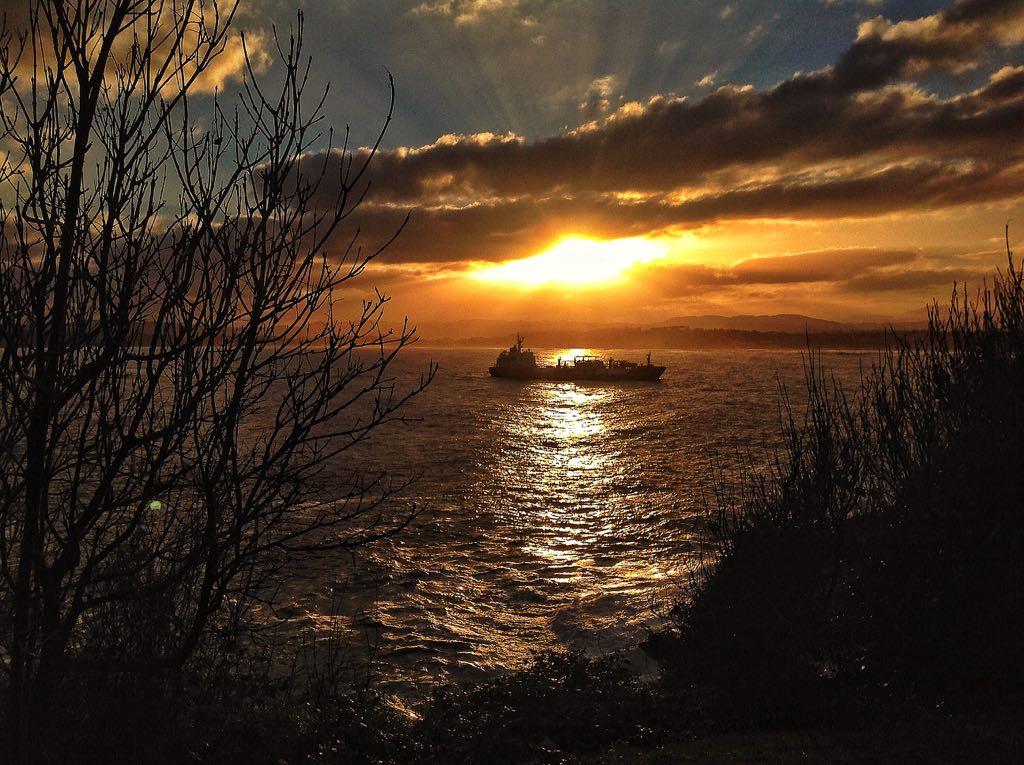 barco-santander-bahia-amanecer