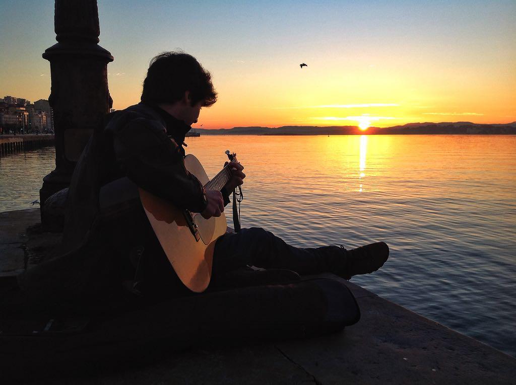guitarra-amanecer-bahia-santander