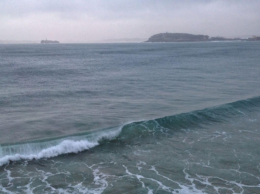 lluvia-ola-sardinero-santander