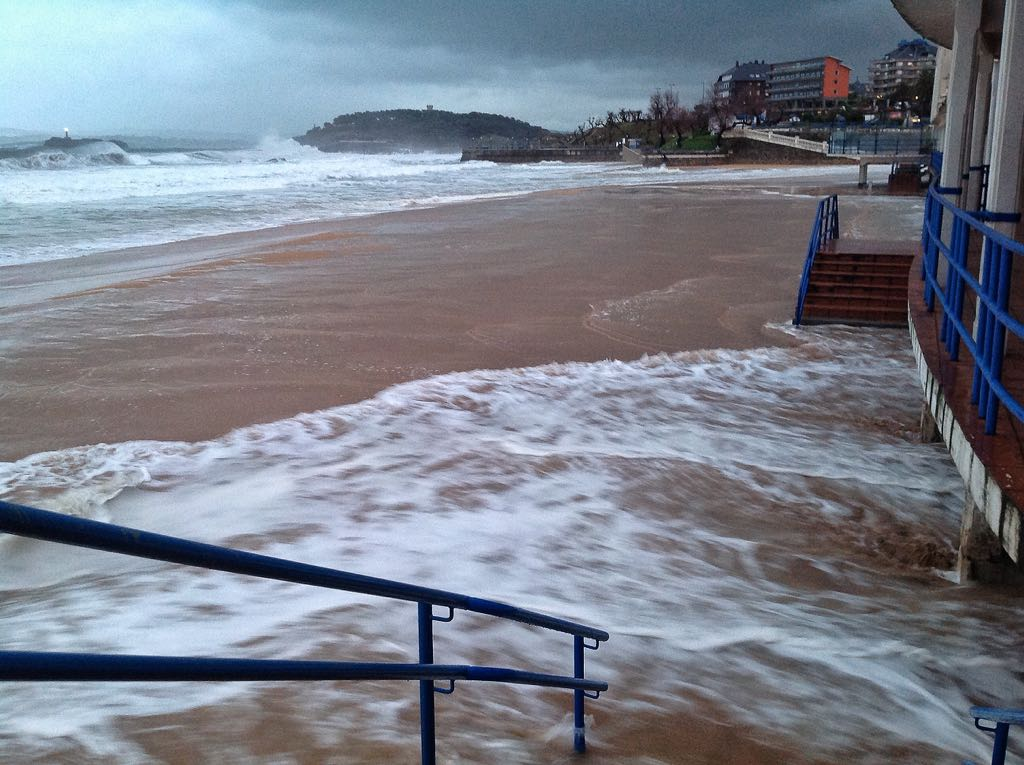 mar-inunda-primera-sardinero