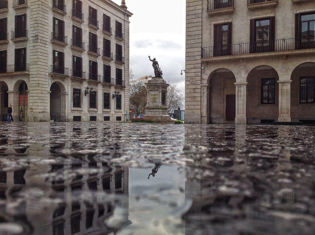 plaza-porticada-santander-reflejos