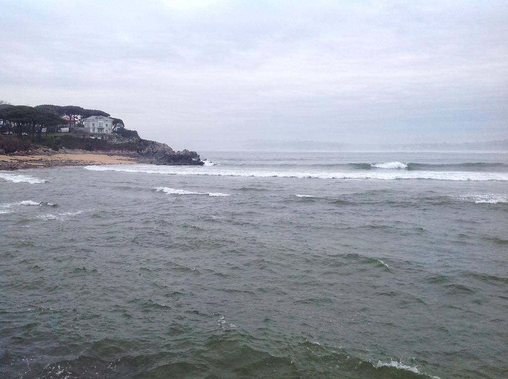 olas-playa-bikinis-santander
