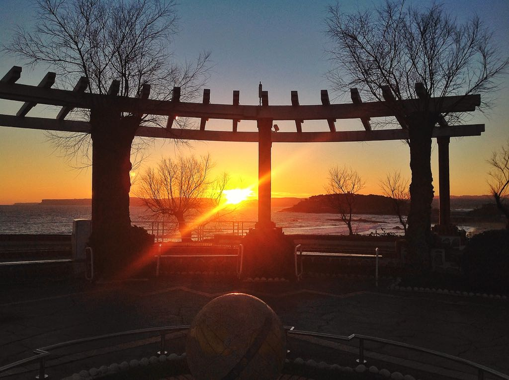 piquio-bola-mundo-amanecer