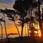 Tres detalles de un amanecer mirando a la isla de Mouro