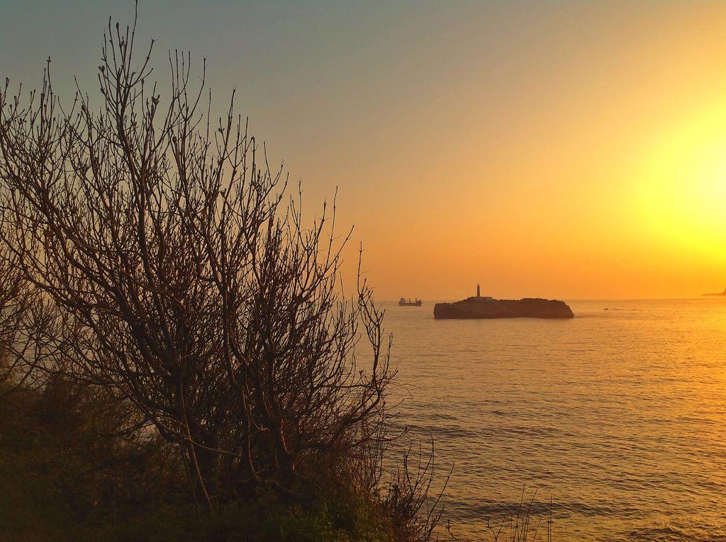 amanecer-isla-mouro-buque