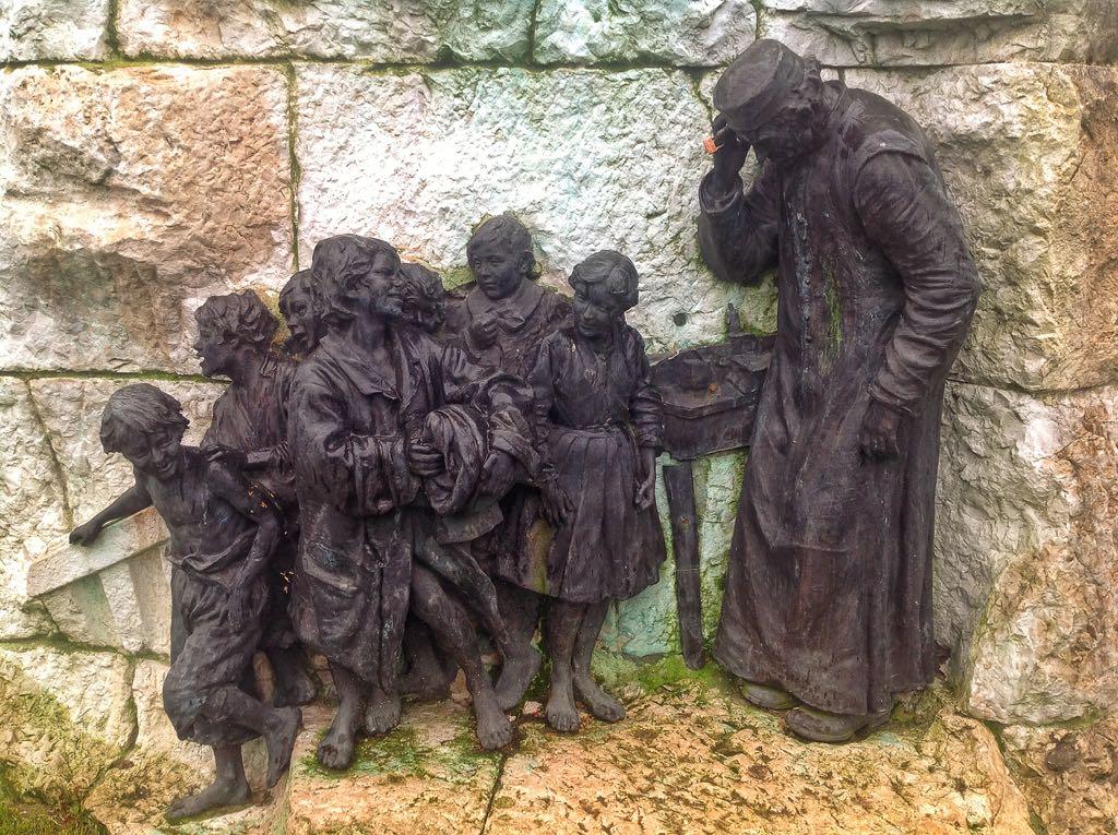 monumento-pereda-ninos