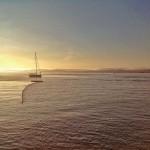 Bahía azul cielo. Bahía sol dorado. El día en que llegó el verano
