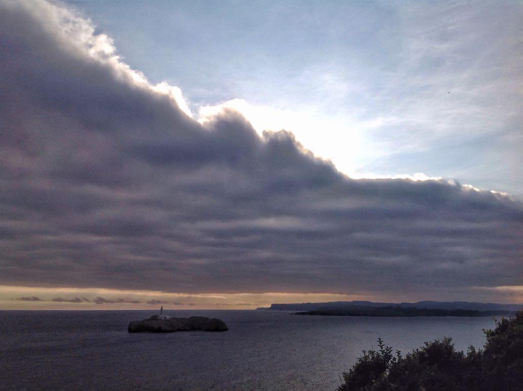 isla-mouro-mar-nubes