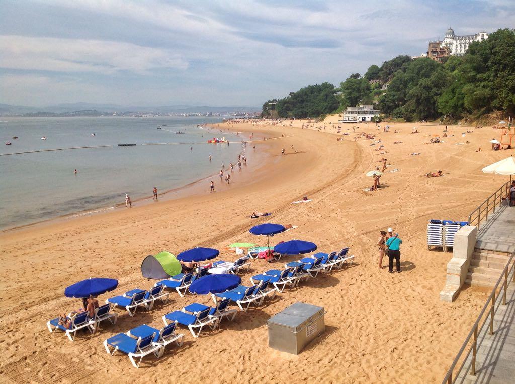 playa-sombrillas-magdalena-peligros-santander