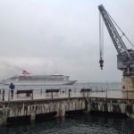 Crucero llegando a puerto. Junto al Centro Botín