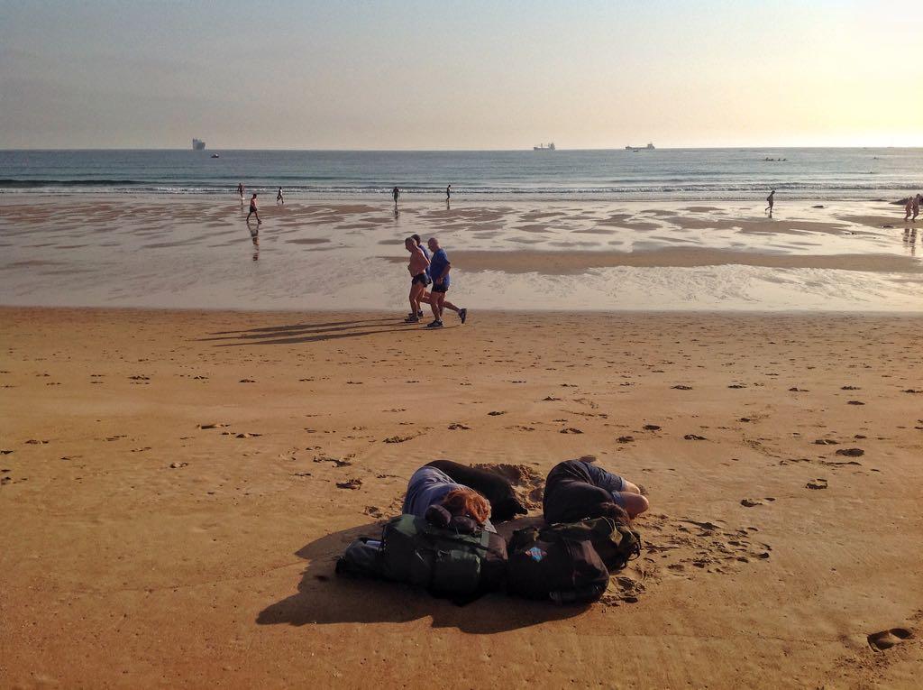 dormir-arena-mojada-sardinero