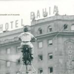 Los Bordini, subiendo en moto al tejado del antiguo hotel Bahía