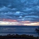 Mar y cielo dialogan en un tranquilo amanecer