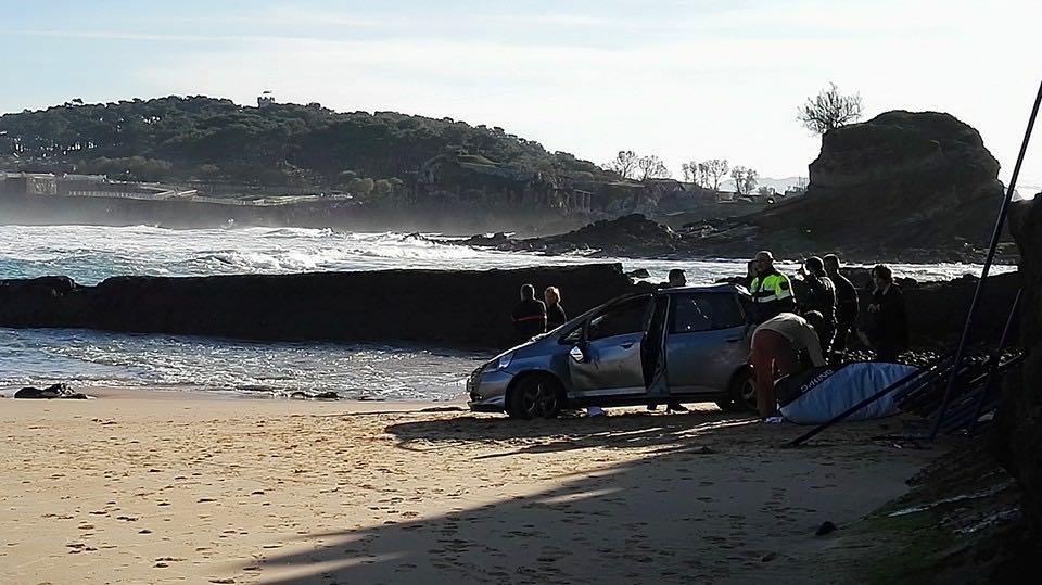 aparcamiento-camello-coche-playa