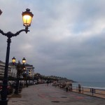 Caminito de luz en el paseo del Chiqui