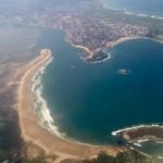 El abra del Sardinero, el Puntal, la bahía, Santander… desde la ventanilla de un avión